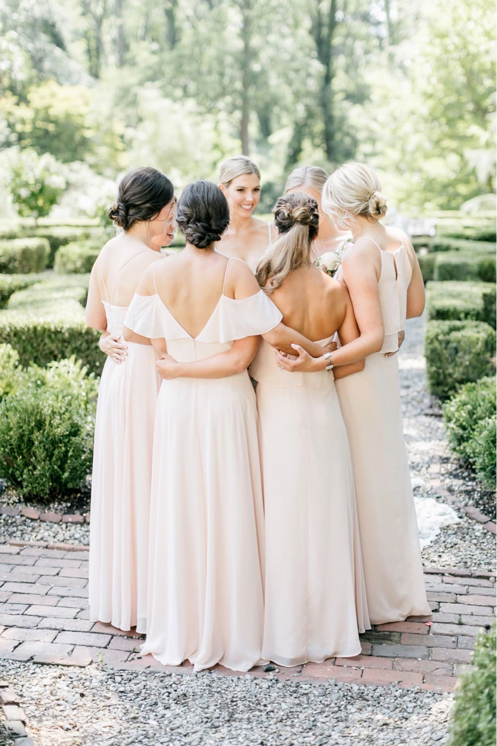 10 Fun Things to Do on Your Wedding Morning with Your Bridesmaids | Photography: Emily Wren Photography
