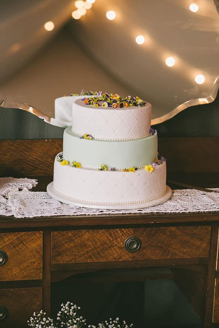 Amazing-Wedding-Cakes-Mint-White-Fondant-Vintage