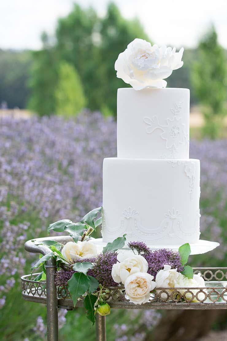 Amazing-Wedding-Cakes-White-Fondant-Lace-Sugar-Flower