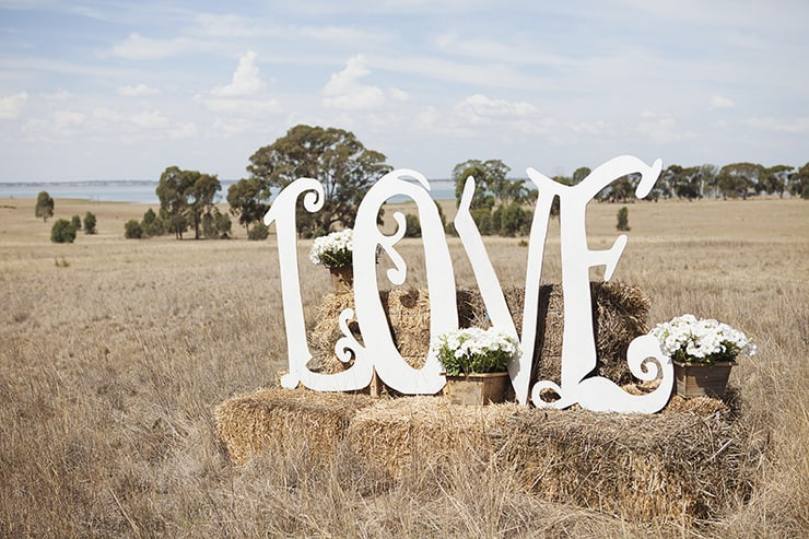 Classic-Country-Romance-Wedding-Love-Sign