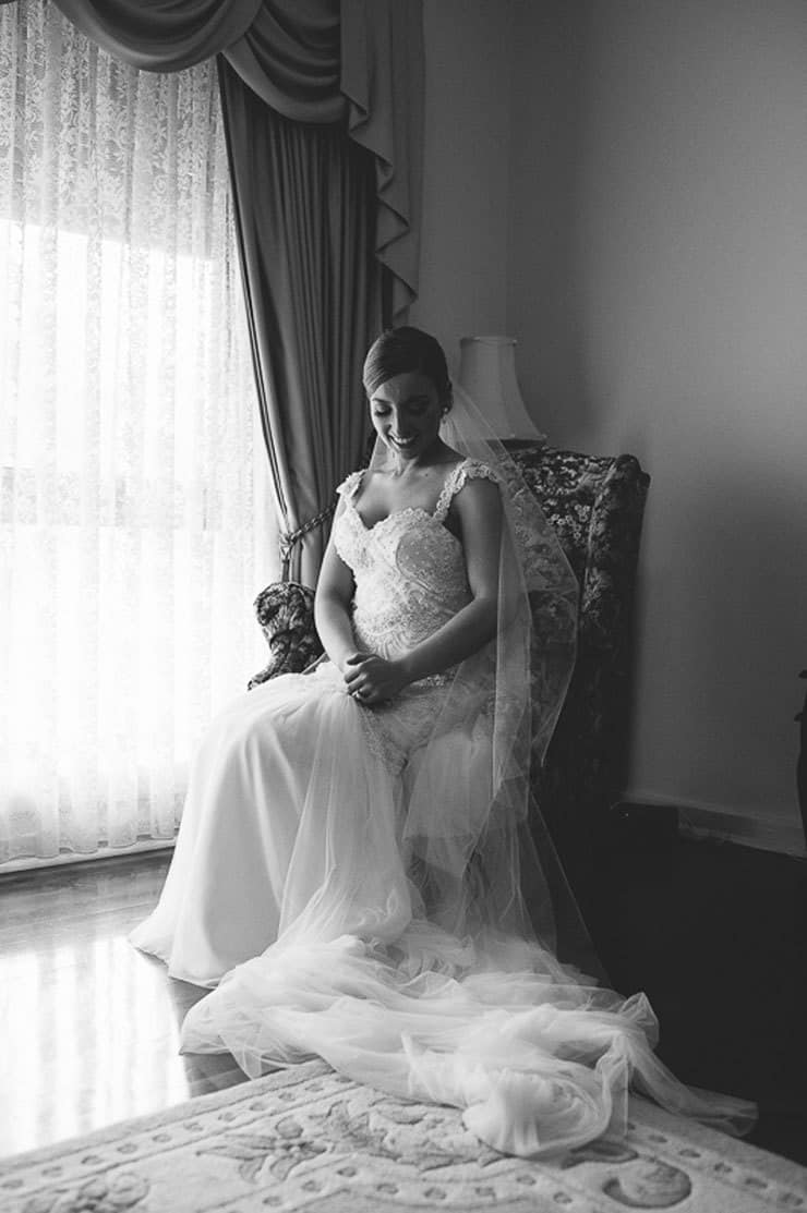 Classic-Estate-Wedding-Bride-Getting-Ready