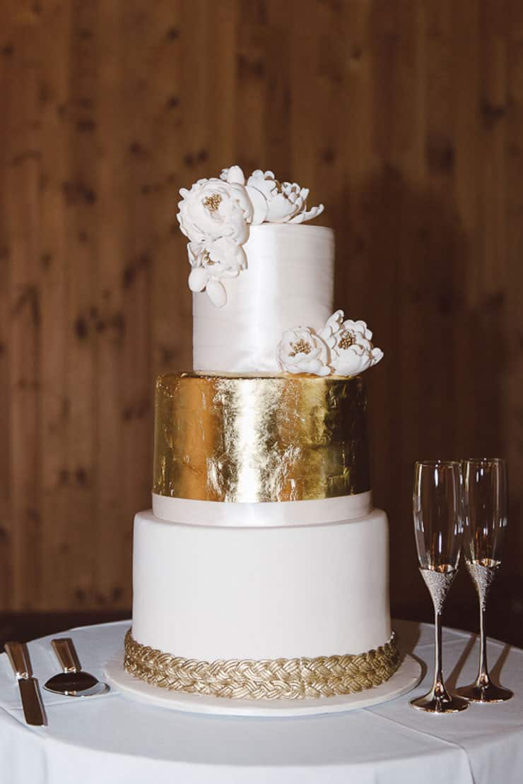 Classic-Estate-Wedding-White-Gold-Foil-Wedding-Cake