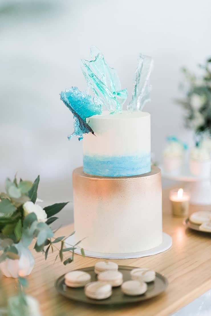 Coastal-Oasis-Cake - The Wedding Playbook
