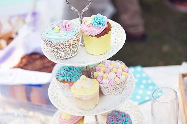 DIY-Backyard-Wedding-Cupcakes