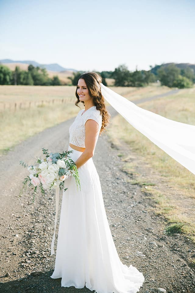 Here's how to choose between wedding dresses | Kait Photography
