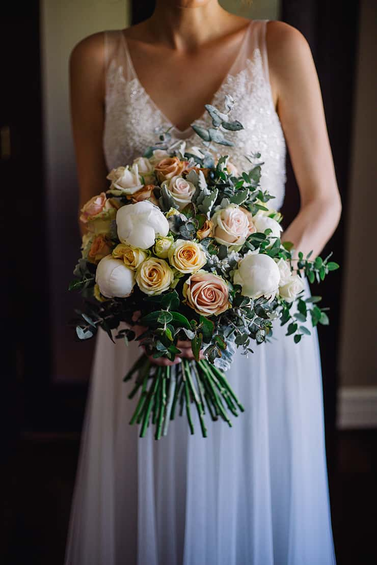Elegant-Cocktail-Style-Wedding-Bride-Bouquet