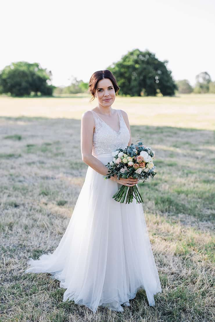 Elegant-Cocktail-Style-Wedding-Bride-Dress-Bouquet