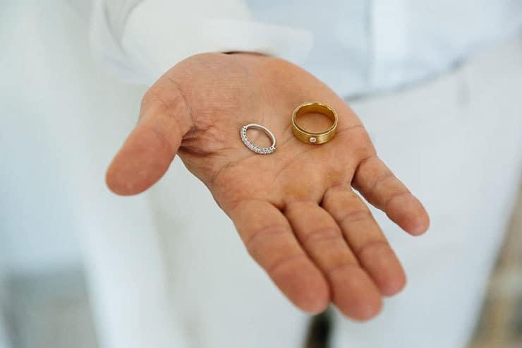Elegant-Tropical-Wedding-Groom-Rings