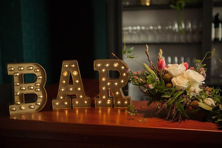 Glamorous-1920s-Wedding-Inspiration-Illuminated-Bar-Sign
