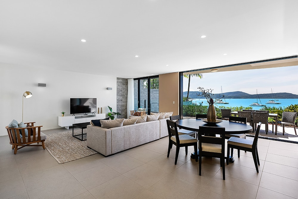 Honeymoon in The Whitsundays | Airlie Beach Accommodation | Mirage Whitsundays Apartment