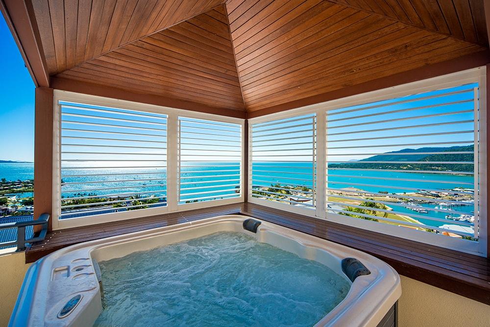 Honeymoon in The Whitsundays | Airlie Beach Accommodation | Pinnacles Resort Jacuzzi