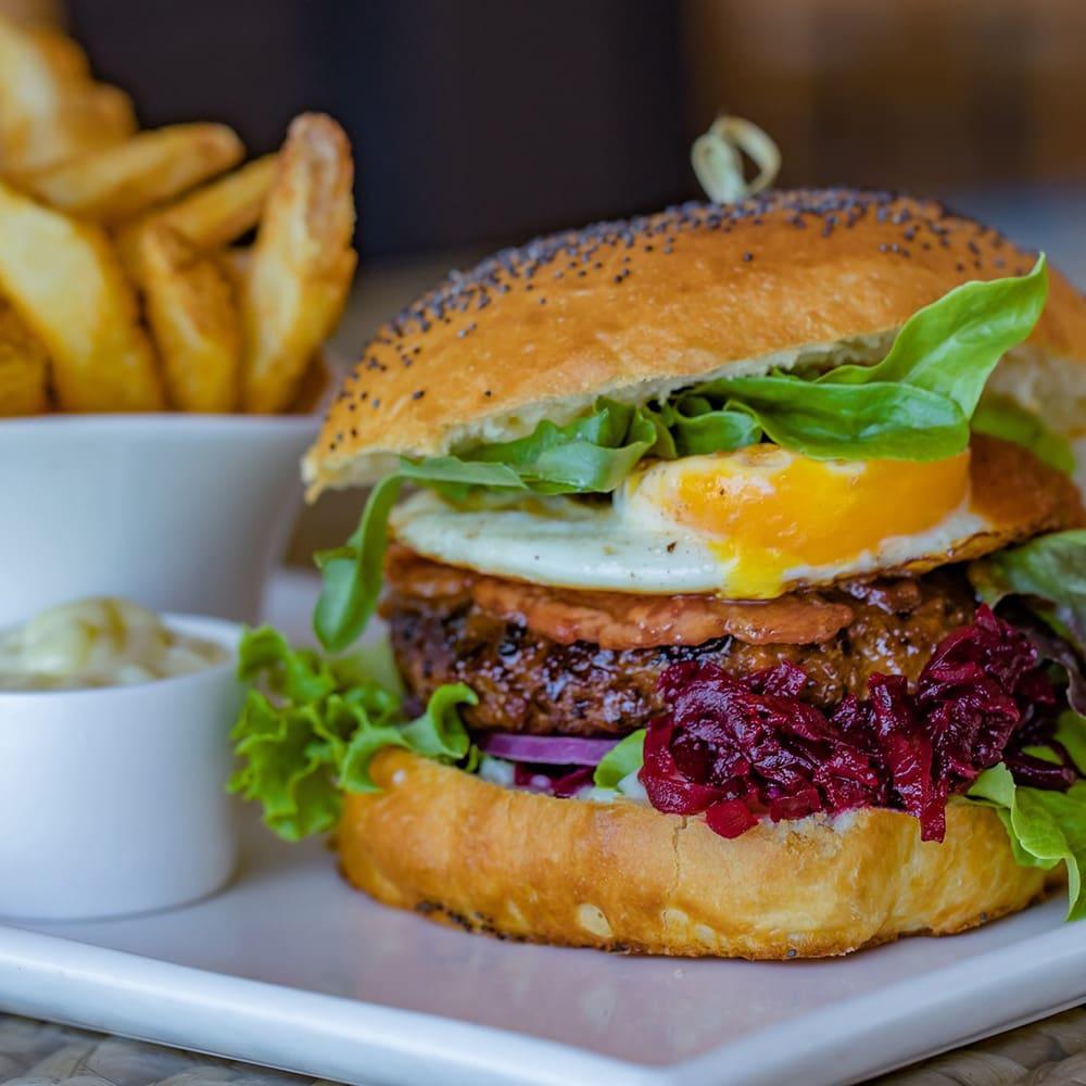 Honeymoon in The Whitsundays | Airlie Beach Restaurants | My Rainbow Bakery & Cafe