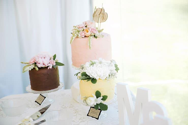 Ivory-&-Pink-Farm-Wedding14