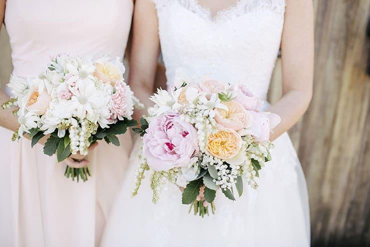 Ivory-&-Pink-Farm-Wedding15