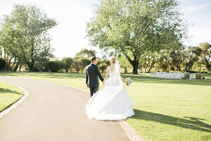 Ivory-&-Pink-Farm-Wedding16