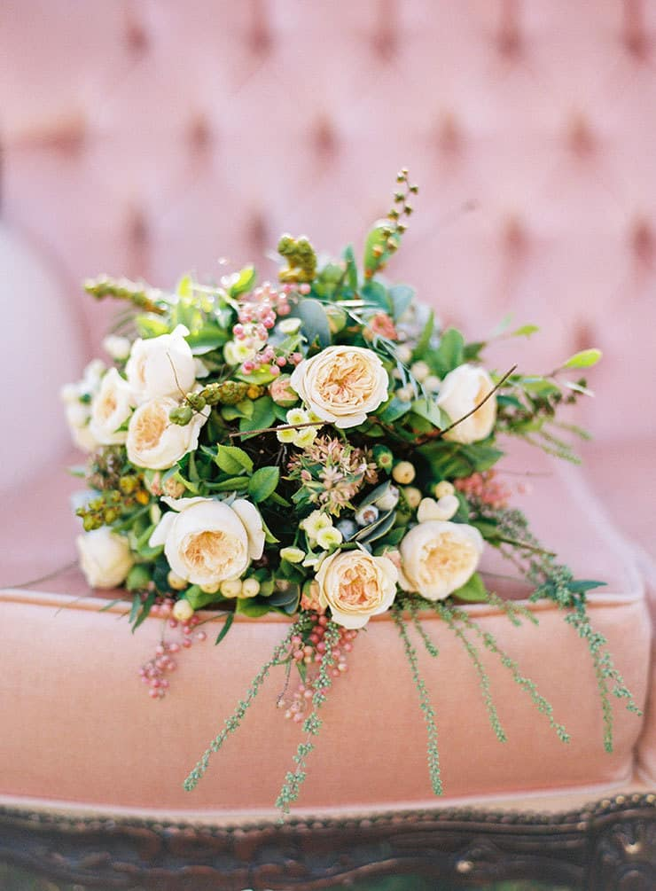 Natural-Bohemian-Wedding-Inspiration-Pink-Vintage-Lounge-Rose-Bride-Bouquet