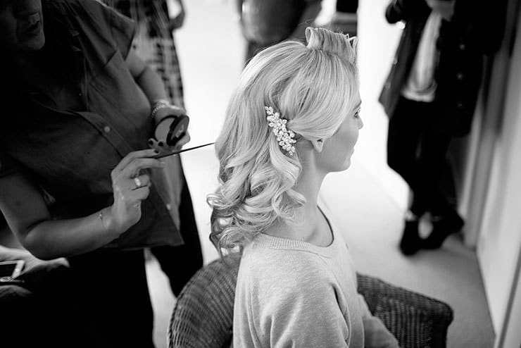 Elegant wedding hairstyle with vintage comb and curls