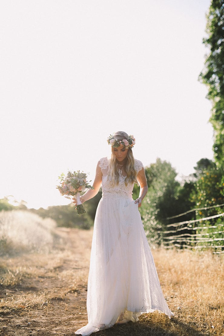Relaxed-Vintage-Boho-Wedding-Inspiration-Bride-Dress-Flower-Crown-Bouquet