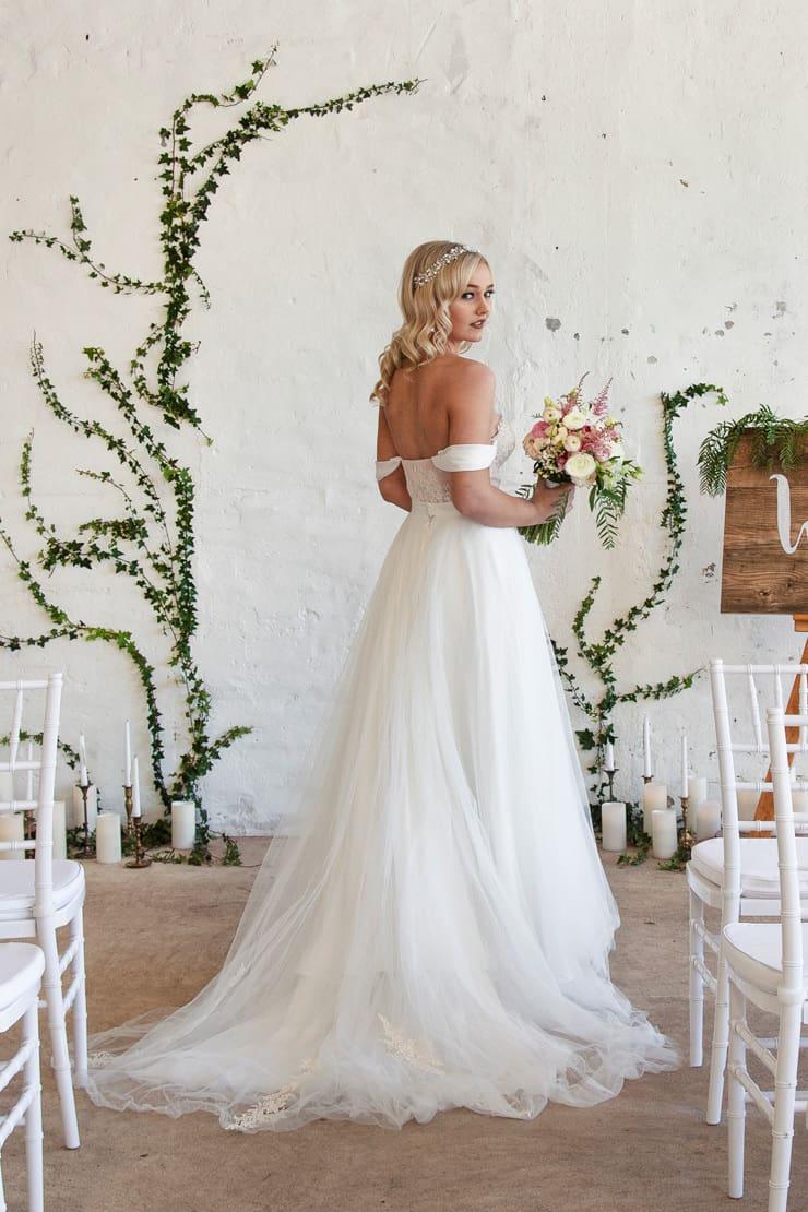 Romantic Indoor Garden Wedding Inspiration The Wedding