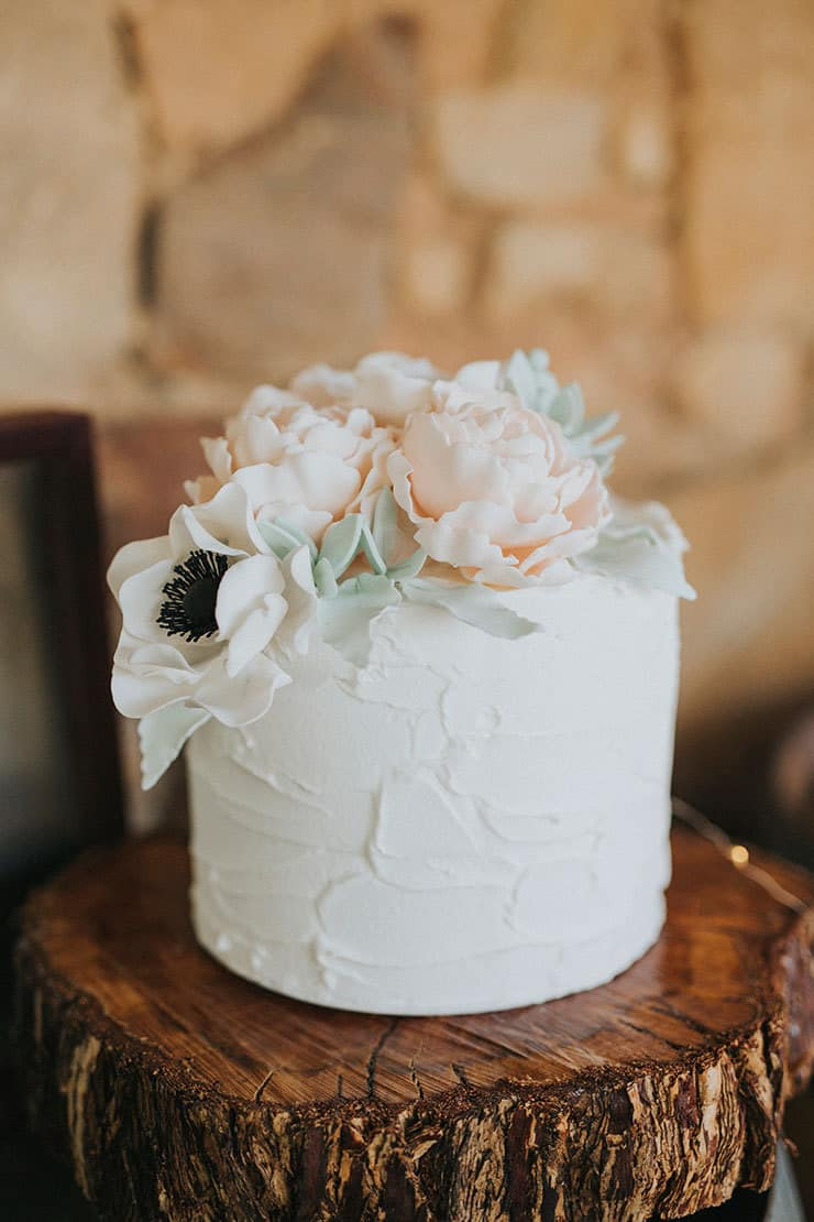 one tier wedding cake rustic floral wedding inspiration with copper highlights 6248