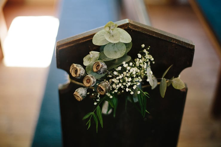 Rustic-Meets-Gatsby-Wedding-Ceremony-Pew