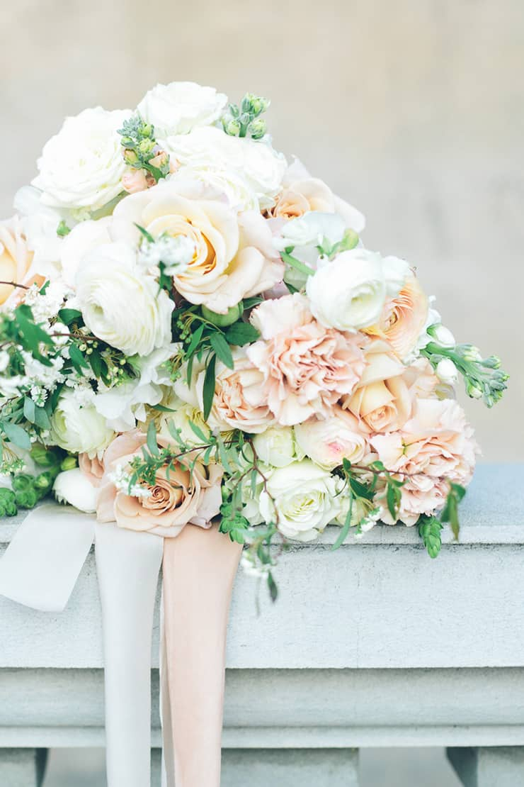 Summer-Dreaming-Wedding-Inspiration-Boho-Bride-Bouquet-2
