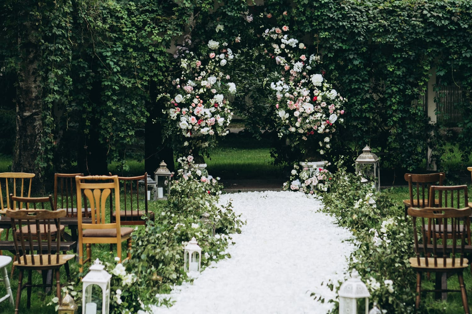 15 Ways to Announce Open Wedding Ceremony Seating