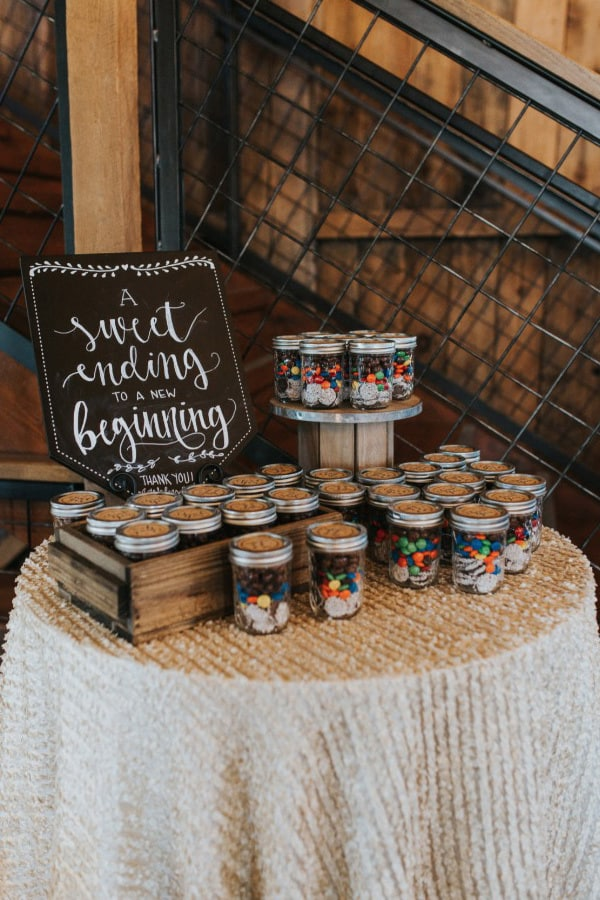 Wedding favour display | Jenna Brianne via Wedding Chicks