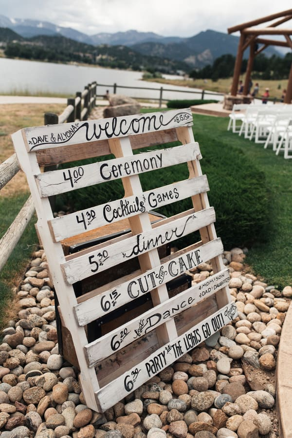 Order of Events Wedding Sign | Linda Threadgill Photography via My Hotel Wedding