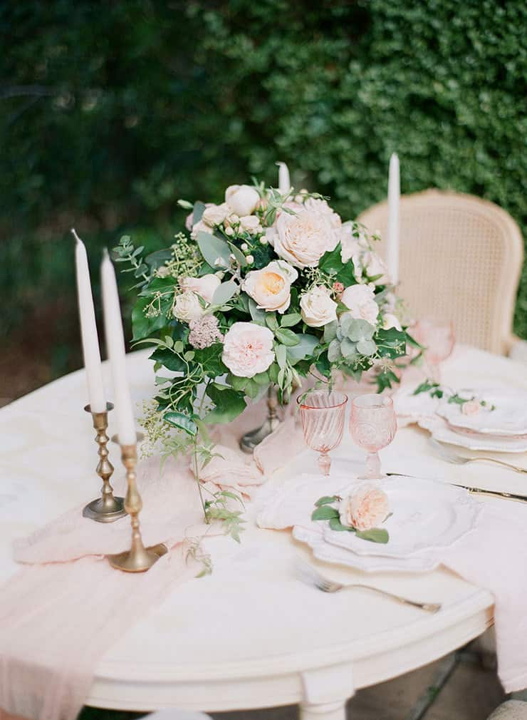 Wedding-Reception-Ideas-Wow-Your-Guests-Ethereal-Blush-Green-Table-Setting-Centrepiece