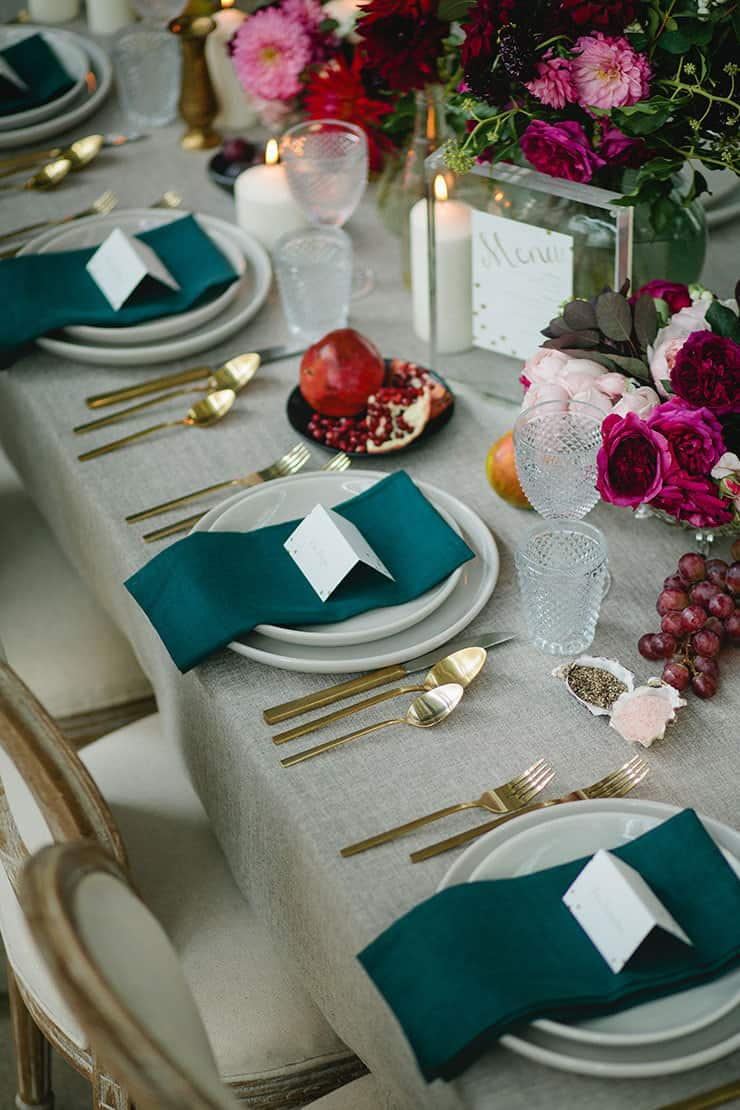 Wedding-Reception-Ideas-Wow-Your-Guests-Modern-Restaurant-Teal-Crimson-Table-Setting