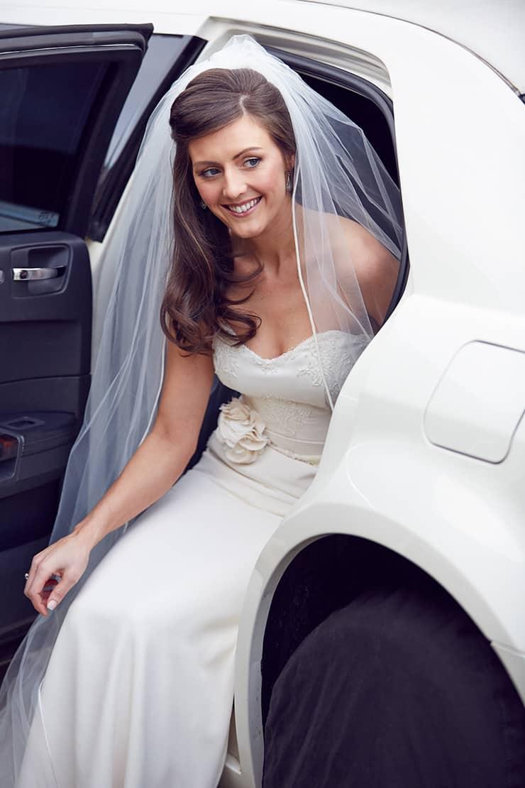 Winter-Barn-Wedding-Bride-Arrival