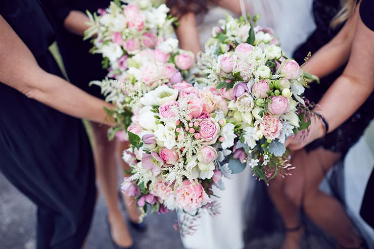 Winter-Barn-Wedding-Pink-Bouquets